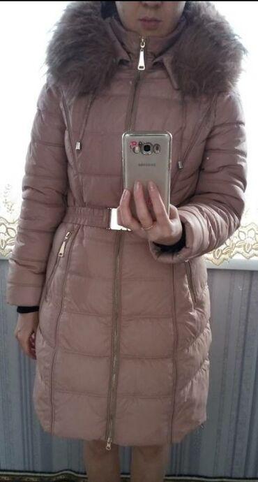 Зимняя теплая куртка в отличном состоянии, по бокам
