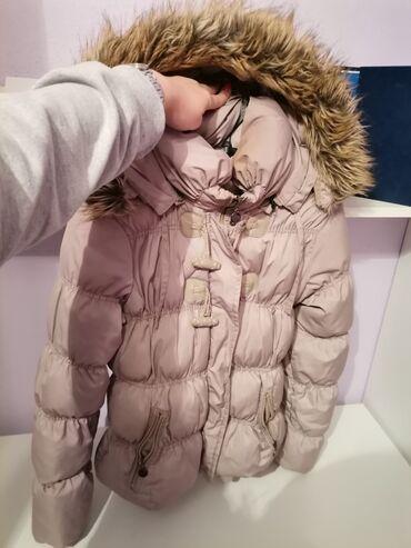 Zimska jakna.moze se skidati kapuljaca,ocuvana,nosena par puta,odlicna