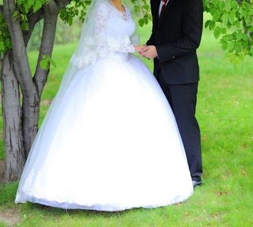 Свадебное платье белого цвета. Размер российски 42-44
