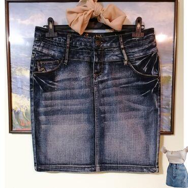 Sublevel suknja bez ikakvih oštecenja. M vel.  78% pamuk, 20% poliest