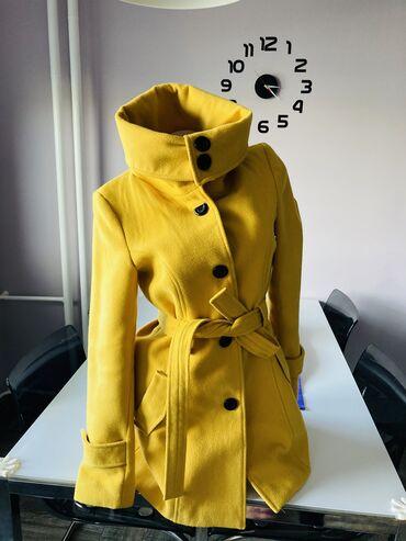 Velic da - Srbija: Kvalitetan i atraktivan kaput. Moze da se nosi na pri nacina . Velicna