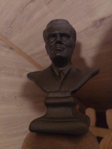 Tito, gipsane statue, 33 komada. Može sve za 8000. - Beograd - slika 5