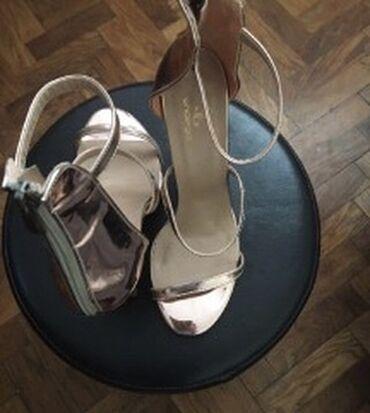 Sandale, rose gold. Velicina 38, odgovara uzem stopalu, zbog kaiscica