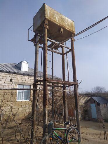 Su maşınları - Azərbaycan: Su çəni.4ton su tutur.stoykalari ilə birlikdə satiram
