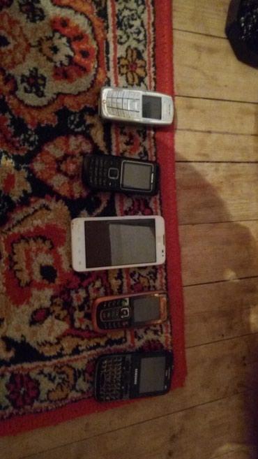 Bakı şəhərində Xarab telefonlar satilir