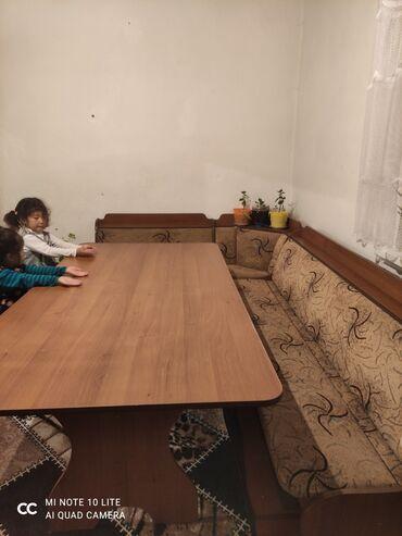Уголок стол на 2 м, 4 табуретки . Б/у.на кухне ремонт хотим сделатьн