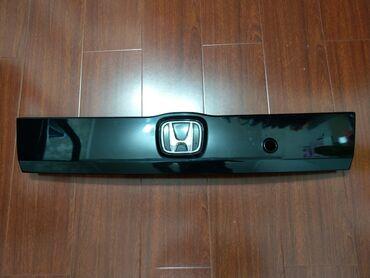 Хонда Фит, планка на багажник (цвет черный), все пистоны целые
