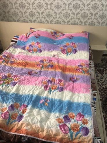 Продаю 2 х спальнюю кровать 160#200 с матрацем. состояние нормальное в Бишкек