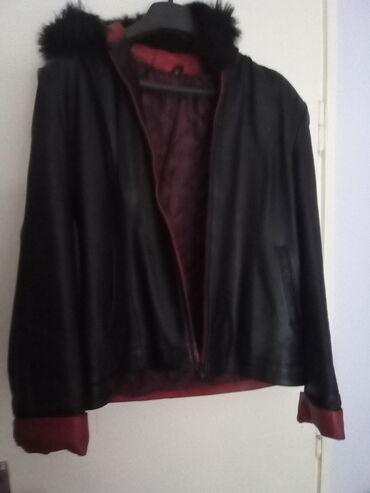 Kozna jakna sa krznom - Srbija: Crna kozna jakna sa krznom i kapuljacom