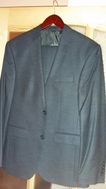Bakı şəhərində Kostum tezedi ,baha alinib satiram ucuz. Carlo Donetti Yenidir .Olcusu