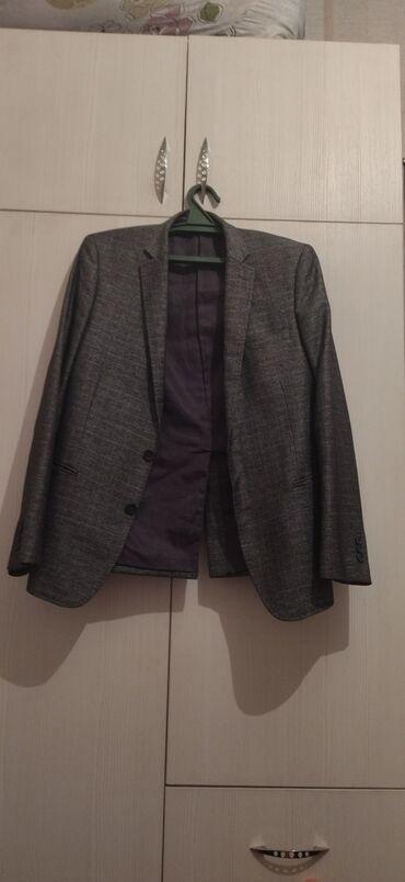 Продаю два пиджака в нормальном состоянии размер 46 Цена за два товара