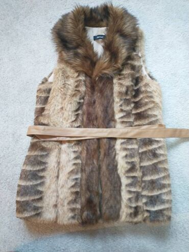 1374 oglasa: Ženski zimski prsluk bez oštećenja na prodaju. Dužina je 70cm.Širina