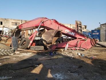 Bakı şəhərində Eksqavator 24tonlux kovuş 1.6kub ve 80lik palisledi.rokson xettdi