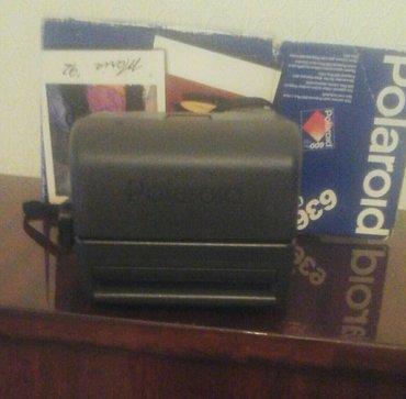 Bakı şəhərində Polaroid fotoaparati ,bir defe kaset taxilib ,cox gòzel cekir (made in
