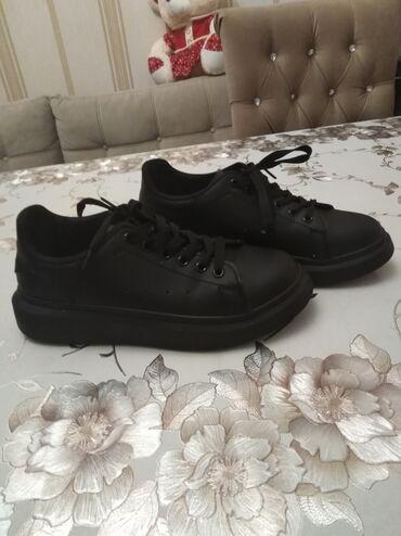 детская и подростковая обувь в Азербайджан: 20 manata alinib birdefe geyinilib tezedir yeni 15 manata vererem