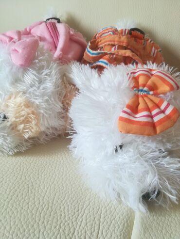 Bordo torbica - Srbija: Plišana torbica oblika kao psić, dužina 28 cm, ima roze i narandžasta