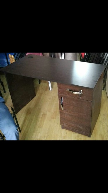 Bakı şəhərində Ofis stolu tezedi olcu 100×50 sm olcu 99 azn 120 ×60 sm olcu 119 azn