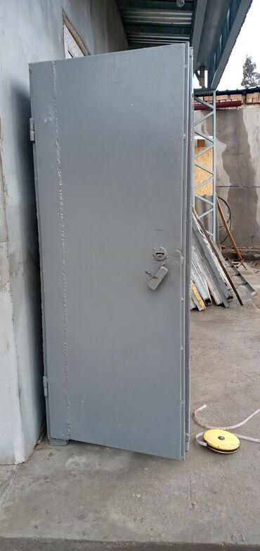 Сейфы - Кыргызстан: Продается сейф металлический, раньше использовался в ломбарде. Размер