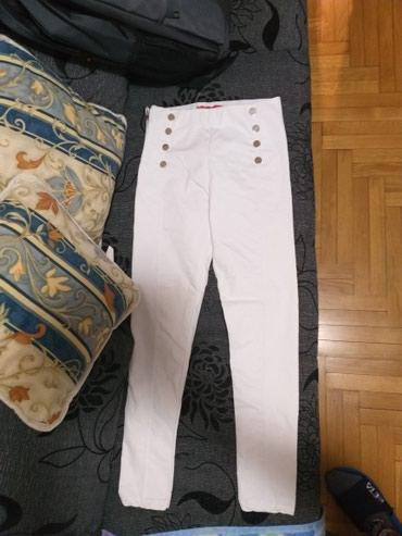 Bele elegantne pantalone,Sa po 4 zlatna dugmeta sa strane kao u - Kragujevac