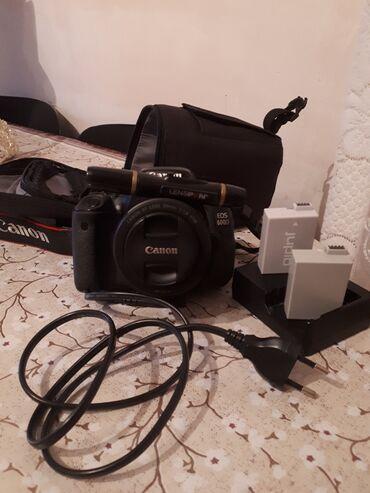 canon eos 5d mark ii в Азербайджан: Canon 600D. Saz veziyyetde. Her bir aksessuari var. Hec bir problemi