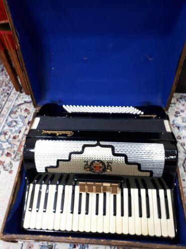 Продаю германский аккордеон 4/4 в хорошем состоянии с чемоданом