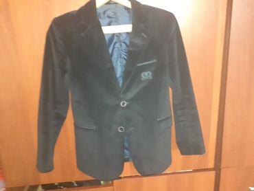 Продаётся пиджак тёмно-синего цвета для 4.5.6 класса состояние хороше