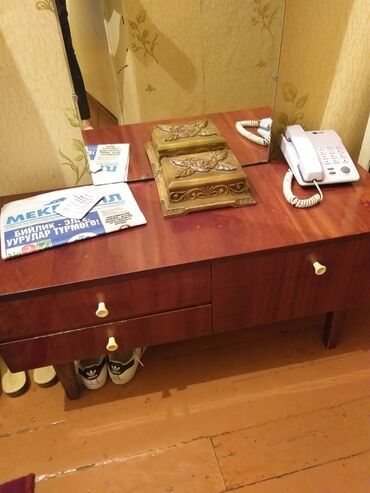 Зеркала - Кыргызстан: Продаю трюмо с зеркалом,состояние хорошее. 1300с