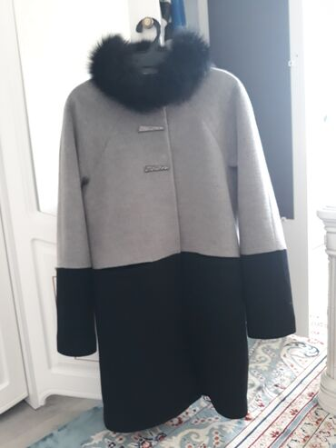 платье халат до колена в Кыргызстан: Продаю пальто 36размер мех натуральный длина чуть выше колена