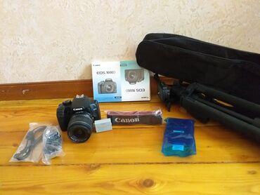 canon 5d mark 1 в Кыргызстан: Продаю canon 1000d с объективом 18-55.Комплект фотоаппарат, объектив