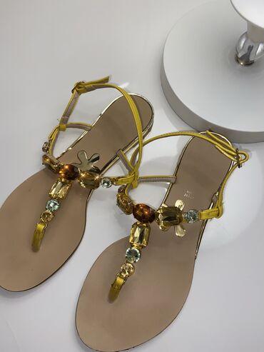 Sandale sa kristalima broj 39