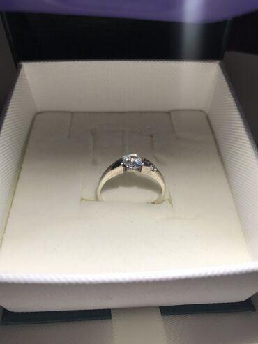 Чистое серебро  Кольцо с цирконом  Проба 925  Размер 16,5-17     Сереб