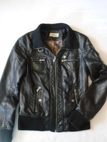 Crna kožna jaknica (od eko kože) J &J, očuvana, ima samo kao
