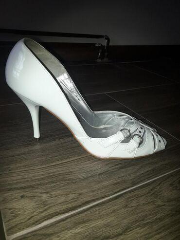 Ženska obuća | Lazarevac: Zenske cipele,fali po neki cirkon,ali moze da se zalepi