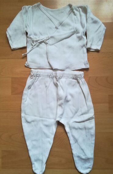 Bodi - Vranje: Kompletić beli rebrasti pamuk kao nov za uzrast 4-6 meseca, pantalone
