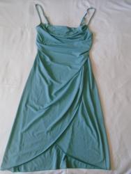 Jednostavna a efektna haljina na preklonp i tanke bretelice koje se - Belgrade