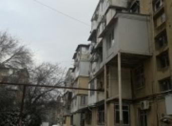 Bakı şəhərində 4-Х комнатная квартира+ балкон ,