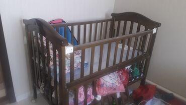 Детская мебель в Сокулук: Продаю детскую кроватку + люлька манеж( с занавеской) из твёрдого дере