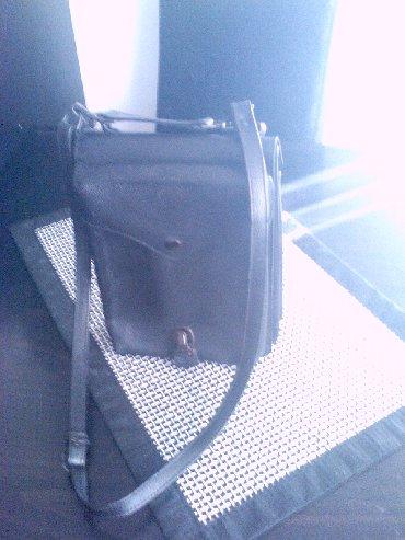 Od koze torbica - Srbija: Prodajem koznu torbicu od teleceg boksa crne boje,pogodna za nosenje