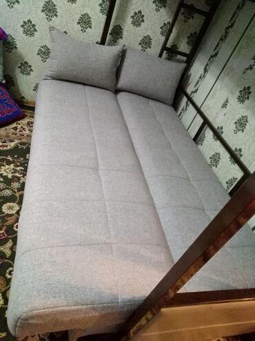 Двуспальные кровати - Кыргызстан: Эки кабаттуу диван сатылат. Баасы келишимдуу состояниесы аябай жакшы