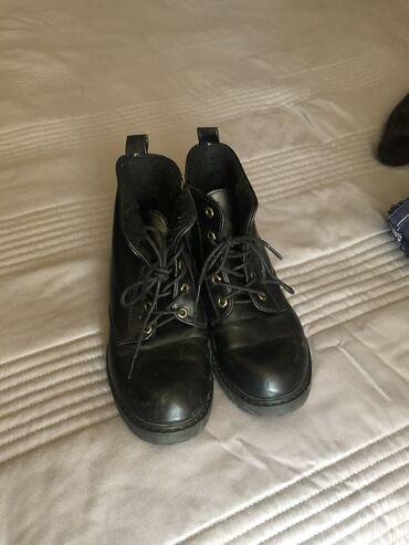 Зимнии ботиночки чёрные в нормальном состоянии размер 36,5заходите