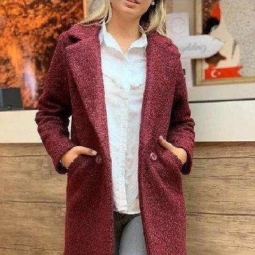 Palto. Yenidir. Tund zogal rengidir. S-M beden