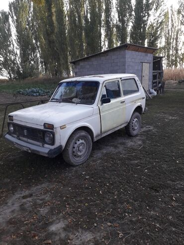двигатель нива 1 7 инжектор цена in Кыргызстан | ВАЗ (ЛАДА): ВАЗ (ЛАДА) 4x4 Нива 1.6 л. 1987