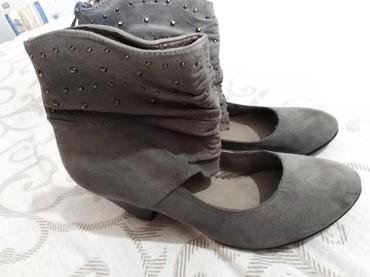 Pre cipelice broj - Srbija: Cipelice sive boje broja 39, veoma malo nosene, prelepe i veoma udobne