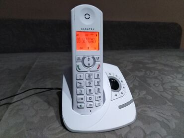 Prelep Alcatel bezicn fiksni telefon sa sekretaricom bele