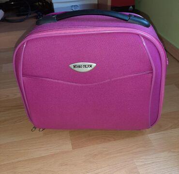 Kofer za sminku je u extra stanju. Dimenzije 35×30cm