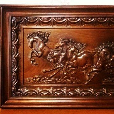 Картина восемь лошадей, в резном багете! Массив! Размеры: 870×420мм. в Бишкек