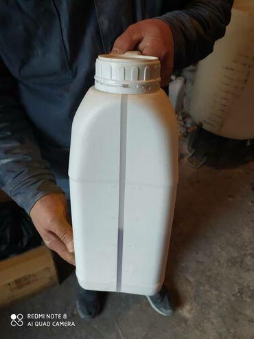 Продаю пластиковые канистры с крышками 5 литровые б/у 30 сом за шт