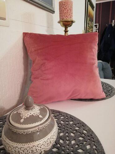 Dekorativni jastučići. Nežno roza boja