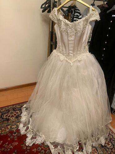 Свадебное платье (Италия) цвет Айвори ( нуждается в химчистки, и в