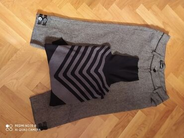 Pantalone - Srbija: Pantalone 3/4 debela,postavljene vel 44 i pončo - džemper univerzalne